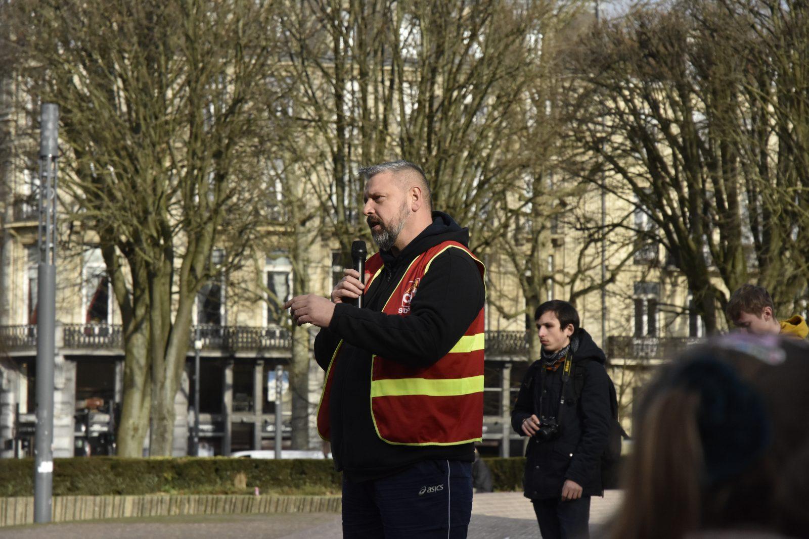 Frédéric Demartelaere, pompier et syndicaliste, le 05/02 à République. Crédit Photo : Martin Hortin