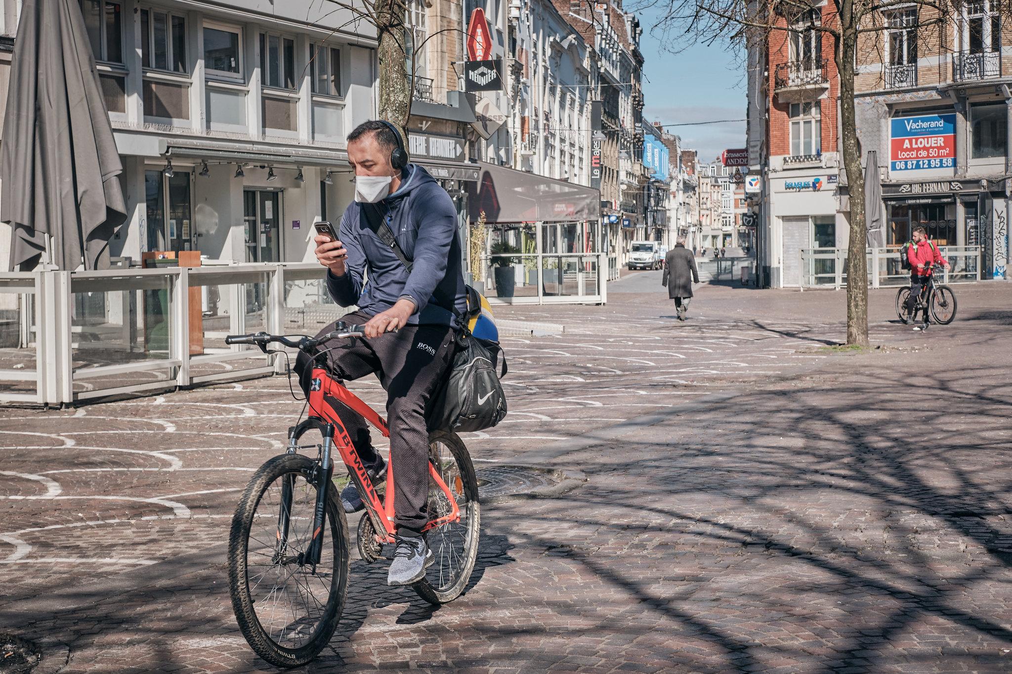 Cycliste Lille Béthune Masque confinement vélo