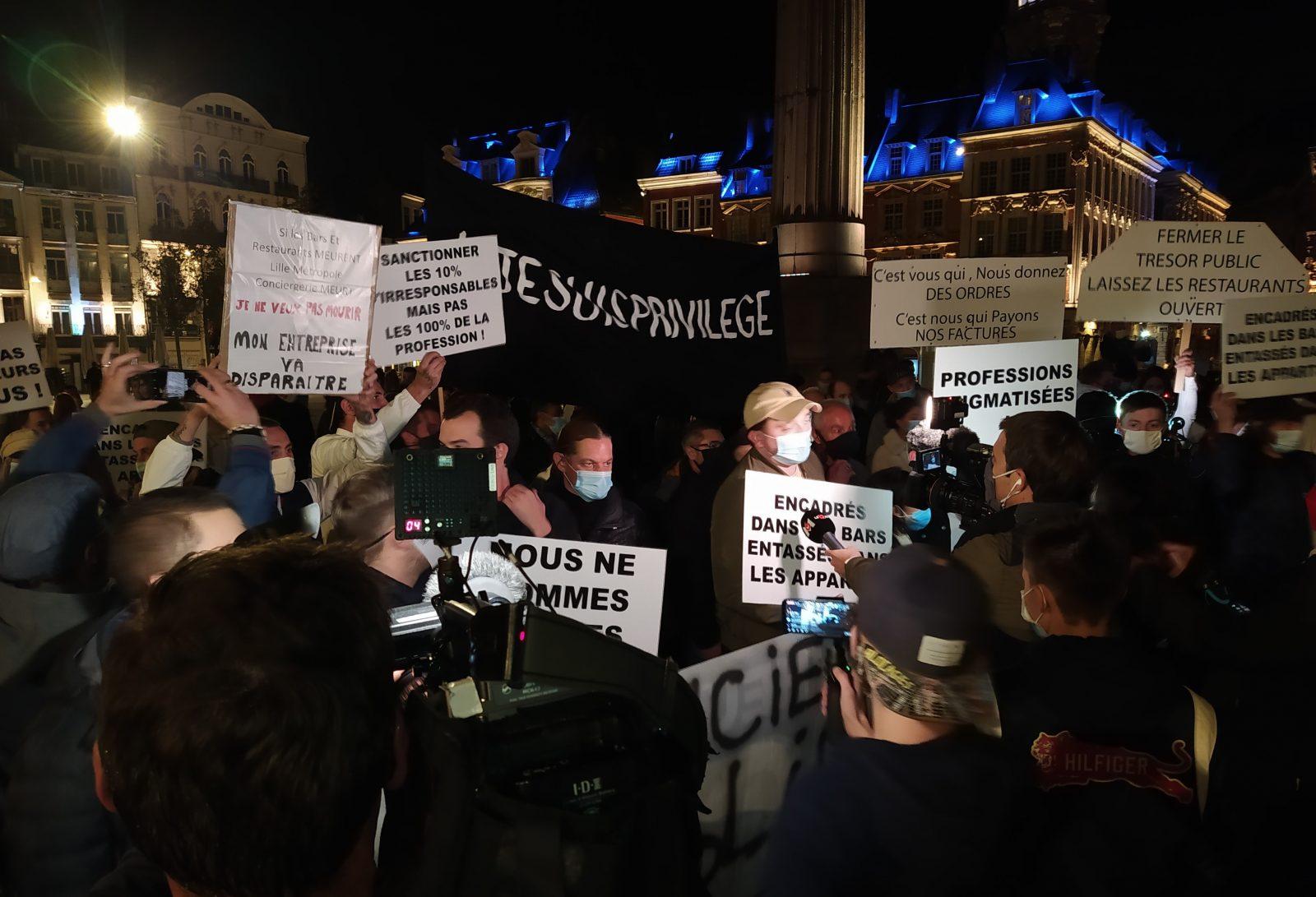 Manifestation contre la fermeture des bars à 22 heures, le 29 septembre 2020. © Alex Béraud