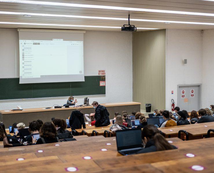 étudiants amphithéâtre université lille