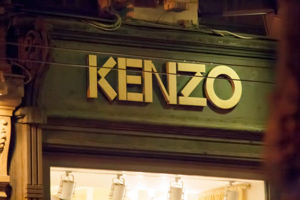 La devanture d'une Boutique Kenzo
