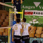 Les joueurs de Poitiers ont beaucoup discuté avec l'arbitre, l'un d'eux a pris un carton jaune © Valentin Maio / Pépère News