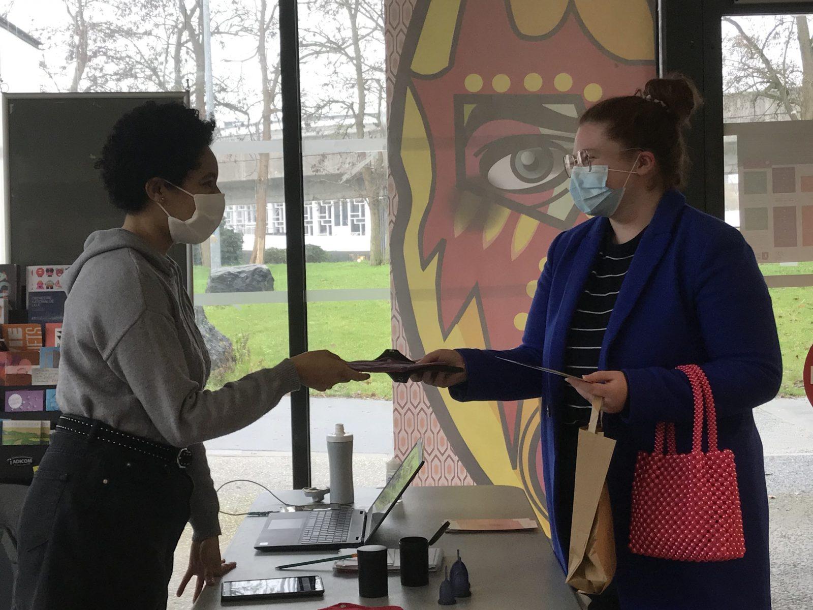 l'Université de Lille distribue des protections hygiénique écologiques à ses étudiants
