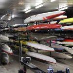 Les embarcations sont rangées minutieusement dans le hangar © Damian Cornette
