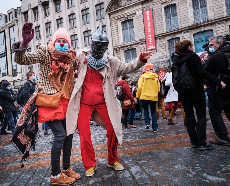 Le 12 mars, jusqu'à 400 personnes finiront pas se réunir devant le Théâtre du Nord.