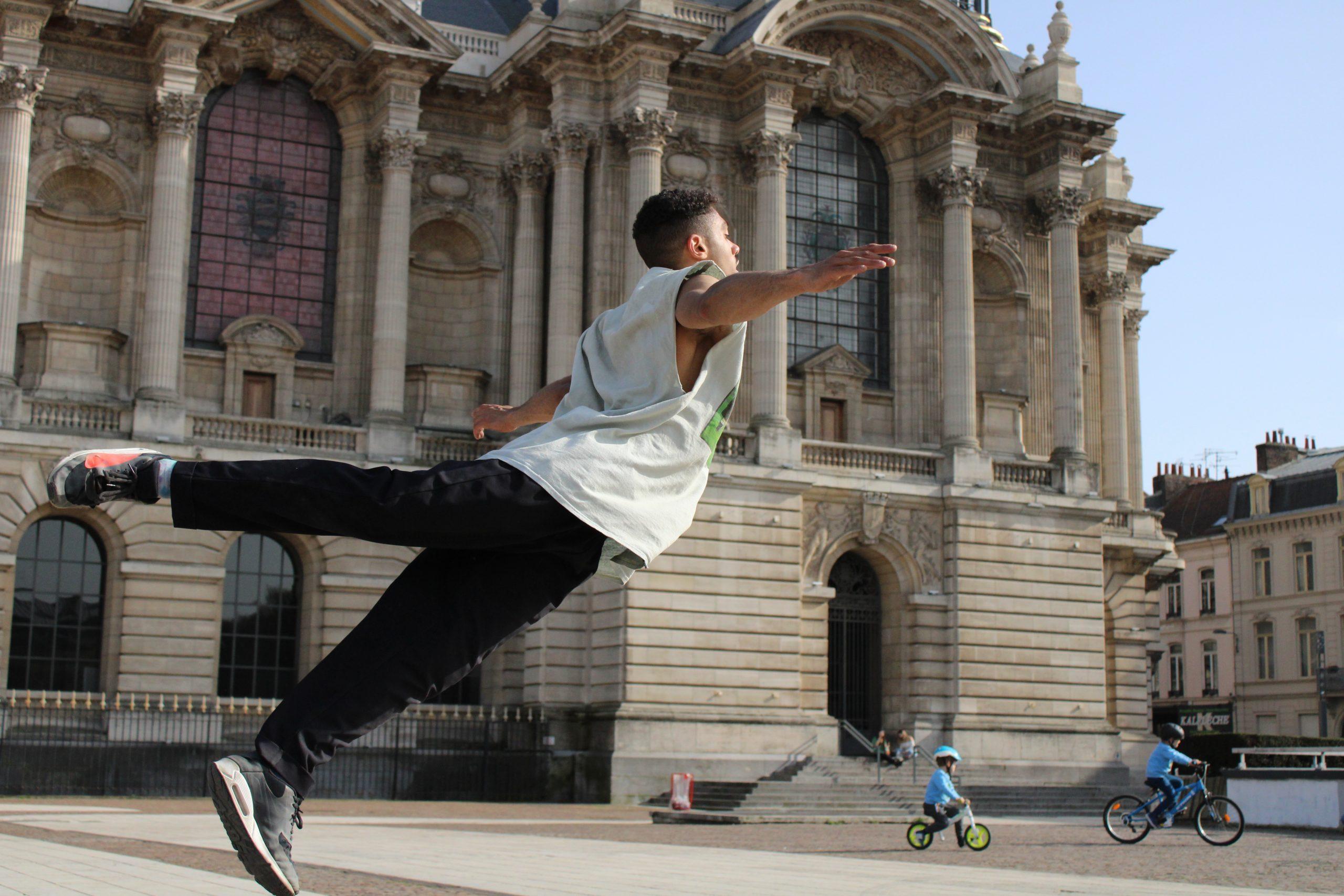 Dance Here devant les Beaux-Arts