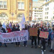 Des étudiants mobilisés devant le siège de l'Université de Lille