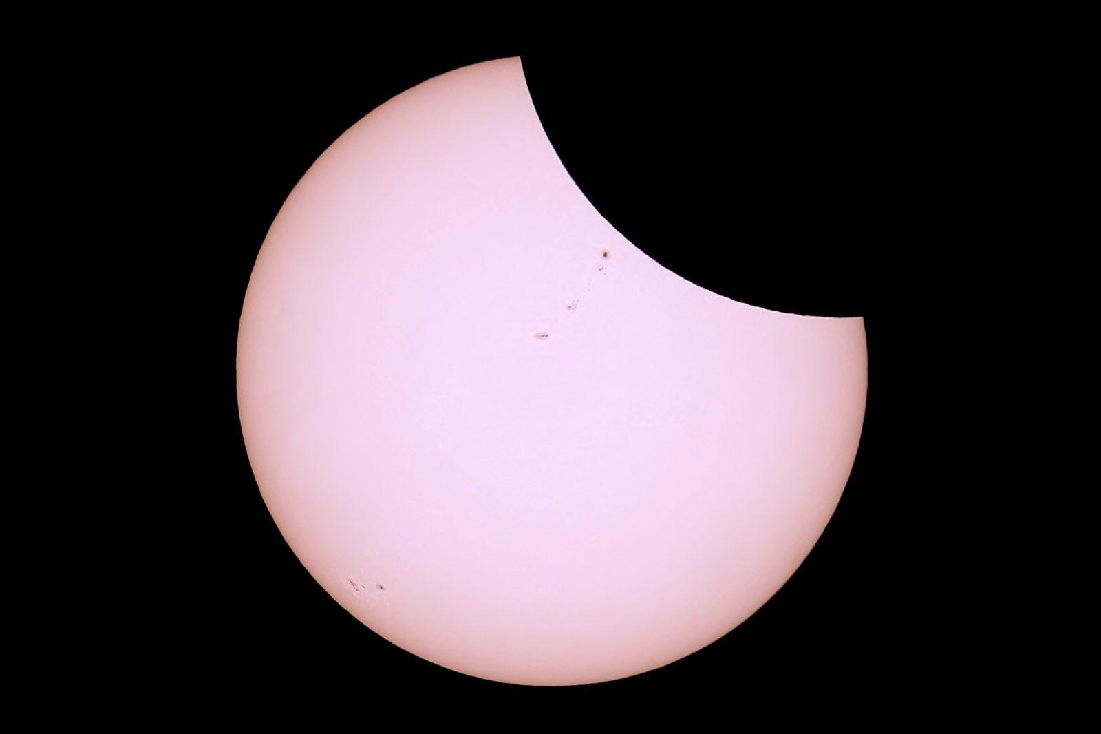 Phase partielle de l'éclipse solaire en 2017, aux Etats-Unis. Photo de Julien Totems ; tous droits réservés.