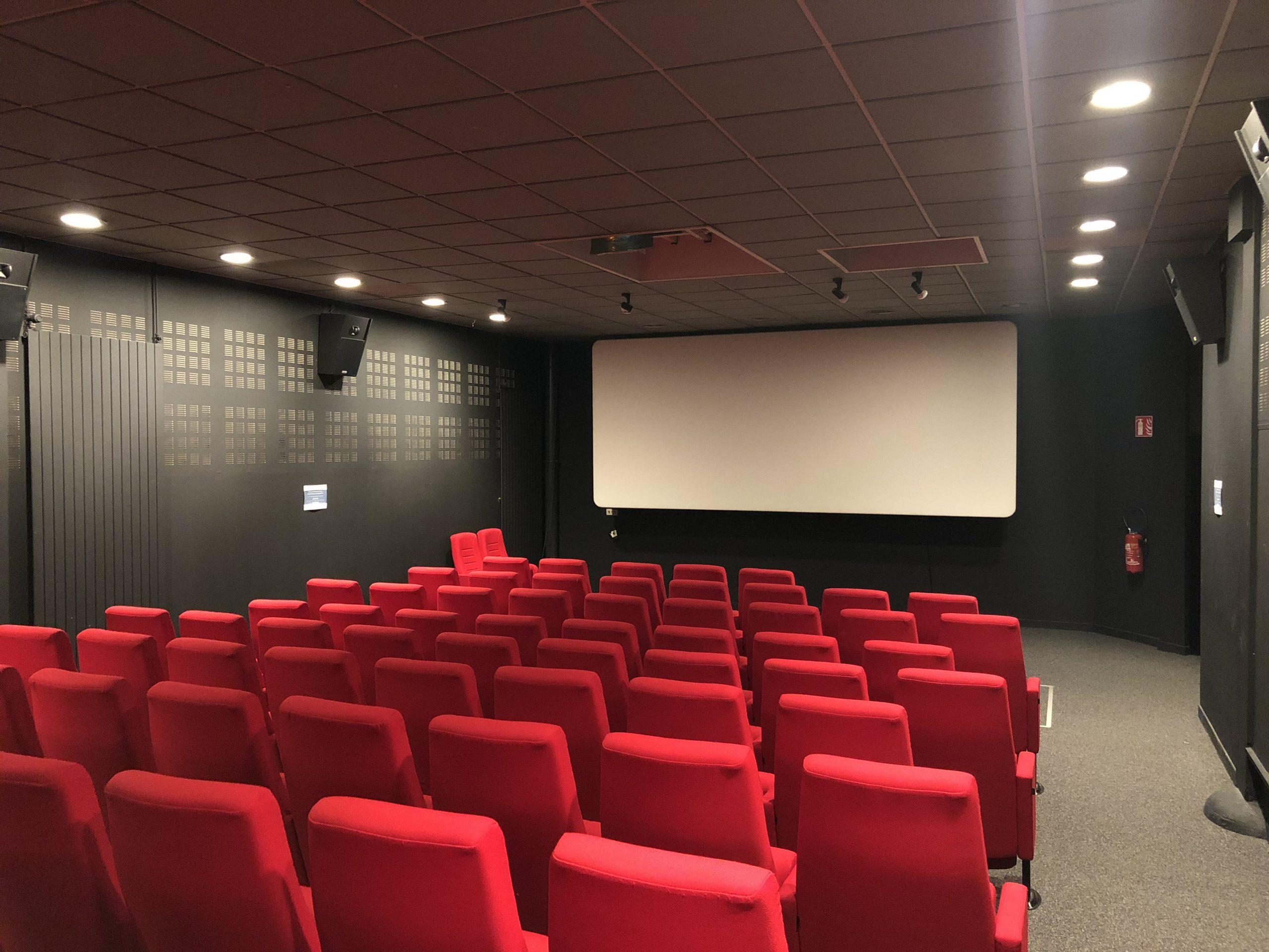 La salle de projection, refaite en 2019 grâce à une subvention d'investissement de la région