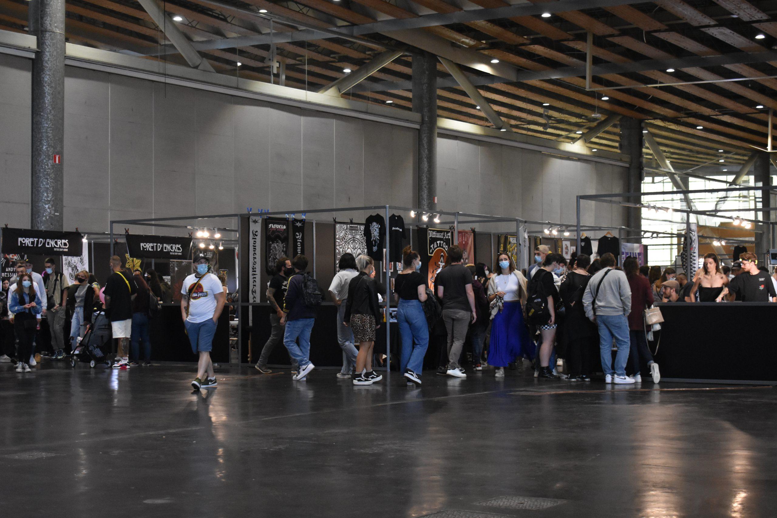 Allées de la convention internationale du tatouage à Lille © Maxine Marchand